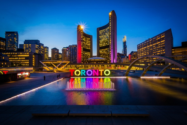 Toronto's City Hall, Nathan Phillips Square. (Shutterstock)